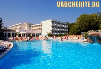 Закуска + външен басейн и интернет от хотел Алтея 3*, к.к. Албена