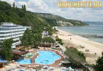 All Inclusive + открит басейн, чадър и 2 шезлонга НА ПЛАЖА и интернет от хотел Арабела Бийч, НА ПЪРВА ЛИНИЯ в Албена