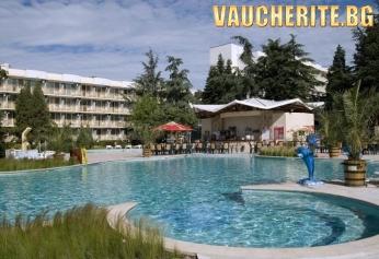 All Inclusive + басейн, чадър и 2 шезлонга НА ПЛАЖА и интернет от хотел Малибу, на 80м от плажа в Албена