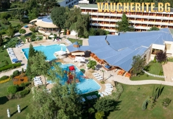 All Inclusive + открит басейн, чадър и 2 шезлонга НА ПЛАЖА и интернет от хотел Калиакра Маре 3*, на 5мин от плажа в Албена