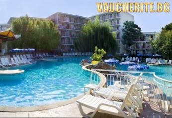 All Inclusive Plus + басейн, чадър и 2 шезлонга НА ПЛАЖА и аквапарк от хотел Вита Парк 3*, Албена