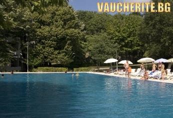 All Inclusive + открит басейн, чадър и 2 шезлонга НА ПЛАЖА и интернет от хотел Компас 3*, Албена