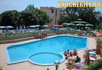 All inclusive + външен и ВЪТРЕШЕН басейн, сауна, джакузи и парна баня, чадър и шезлонг на басейна от хотел Шипка, Златни Пясъци, на 200м от плажа