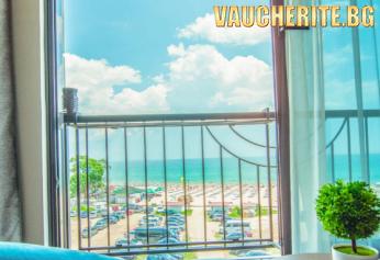 Закуска или закуска и вечеря + интернет и паркинг от хотел Магнифик, Кранево, на 50м от плажа