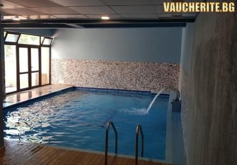 Закуска + закрит басейн, джакузи и парна баня от хотел Тайм Аут, Сандански