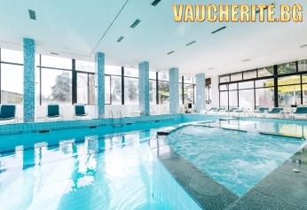 Закуска, обяд и вечеря + басейн, сауна, джакузи, парна баня, паркинг и интернет от ЕКО хотел Здравец, край Пловдив