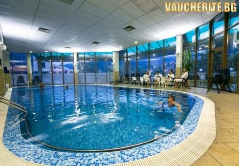 Закуска + закрит плувен басейн, термален басейн, сауна, парна баня, джакузи и фитнес от хотел СПА Девин